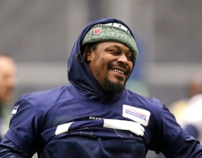 Marshawn Lynch entregó 200 pavos gratuitos por Thanksgiving a la gente de Hawai